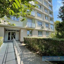 Predáme 3 izb. byt na Šándorovej ul., zvýšené prízemie/8, s výmerou 72,34 m2, bez loggie a balkóna. Byt je v viac-menej pôvodnom stave s dobrými ...