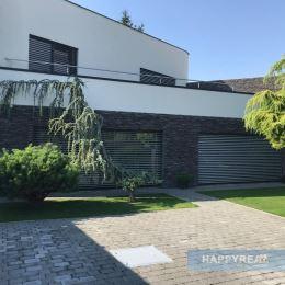 Predáme elegantný 4 izb. rodinný dom na Podpriehradnej ul., novostavba z roku 2012 s výmerou 179 m2 s toho 133,7 m2 úžitková výmera domu a 45m2 ...