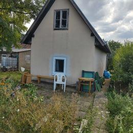 Ponúkame na predaj viničný domček nachádzajúci sa v k.´ú. Veľký Cetín. Výhodou tejto chatky je nová strecha, elektrina v dome, plastové okno, ...