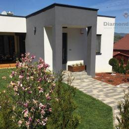 Ponúkame na predaj luxusnú novostavbu 3 izbového rodinného domu v Horných Krškanoch. Zastavaná plocha 145 m2. Rozloha domu je 132m2 z toho 21m2 tvorí ...
