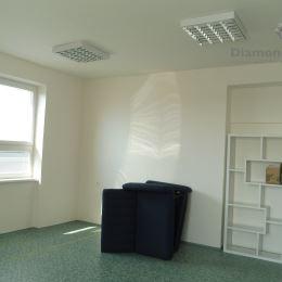 Ponúkame na prenájom kanceláriu o výmere 28,70 m2 (5,6 x 5,1 m) na Alejovej ulici v mestskej časti Košice - Juh, v blízkosti OC Cassovia a Košickej ...