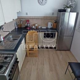 Na predaj svetlý, praktický 2-izbový byt na 4. poschodí v Bratislave - Rača.VÝHODY NEHNUTEĽNOSTI: + zateplený bytový dom+ rekonštruované výťahy a ...