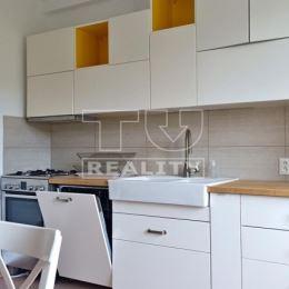 Na predaj veľký 2-izbový byt na 2. poschodí s dvomi balkónmi, v Bratislave - Rača.VÝHODY NEHNUTEĽNOSTI: + rekonštruovaný bytový dom+ drevené ...