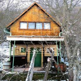 Na predaj za zníženú cenu peknú dvojpodlažnú murovanú chatu s 10 árovou záhradou a vinicou v katastrálnom území Tupá, časť Chorvatice, neďaleko ...