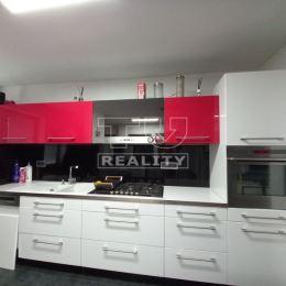 Na predaj priestranný rodinný dom v Považskej Bystrici. Dom dispozične pozostáva z troch samostatných izieb, kuchyne spojenou s obývačkou, kúpelne s ...