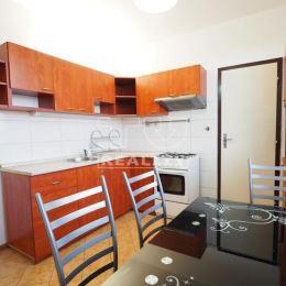 TUreality Vám ponúkajú na predaj veľkometrážny, svetlý 2-izbový byt po rekonštrukcii v tichej lokalite a krásnym výhľadom na panorámu mesta na ...