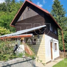 ZNÍŽENÁ CENA!!! EXKLUZÍVNE!!! TUreality predáva 3 poschodovú záhradnú chatu v záhradkárskej osade v Tepličke nad Váhom, okr.Žilina. Chata ma murovaný ...