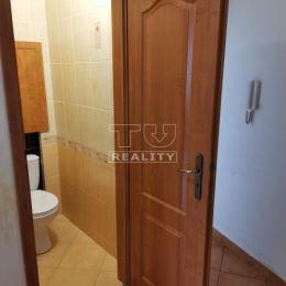 TU reality predáva 4 izb byt (82 m2 +4m2 loggia),ul. Kríková, Bratislava- Vrakuňa.2 posch /8, s výťahom.Byt je po rekonštrukcii v r.2009.Kvalitná ...