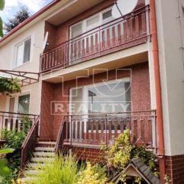: Na predaj samostatne stojaci poschodový rodinný dom (10 x 12m) na 5,5 - árovom pozemku s dvoma samostatnými bytovými jednotkami, celý podpivničený ...