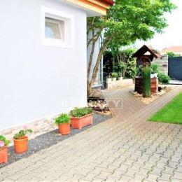 TU reality Vám ponúka na predaj 3 izbový rodinný dom s peknou záhradkou-celková plocha 750 m2.Dom je zo 60 tych rokov postavený z pálenej tehly. ...