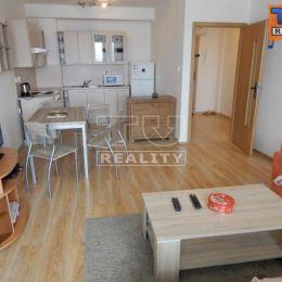 Na predaj 2 izbový byt v centre mesta Žiliny. Dispozícia bytu pozostáva z chodby, obývacej miestnosti, spálne, samostatnej kuchyne, kúpeľne a ...