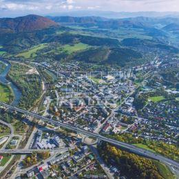 Na predaj stavebný pozemok v okrajovej časti Považskej Bystrice. K pozemku vedie asfaltová prístupová cesta a taktiež sú na pozemku všetky IS. ...