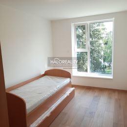 Exkluzívne v HALOREALITY ponúkame na predaj trojizbový byt (ÚPLNÚ NOVOSTAVBU) v osobnom vlastníctve s obrovským balkónom (11 m²) v Prešove na ...