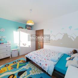 Na predaj slnečný, priestranný byt v Bratislave v obľúbenej časti Petržalky na Vilovej ulici s krásnym výhľadom na Rakúsko. Celková plocha bytu je ...