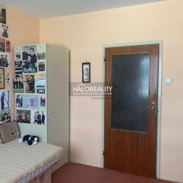 Ponúkame Vám na predaj priestranný slnečný štvorizbový byt s krásnym výhľadom v Bratislave v Dúbravke v tichej lokalite s dostatkom zelene na ulici ...