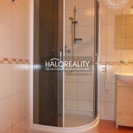 Ponúkame na predaj dvojizbový apartmán s balkónom 47 m², vo Vysokých Tatrách - v prekrásnom prostredí rekreačnej zóny v Tatranskej Štrbe, ktorý sa ...
