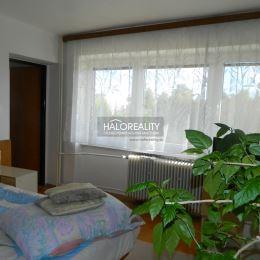 Ponúkame na predaj rodinný dom v kúpeľnom meste Dudince. Dvojpodlažný, podpivničený dom s garážou je situovaný v tichej ulici na 848 m² pozemku. ...