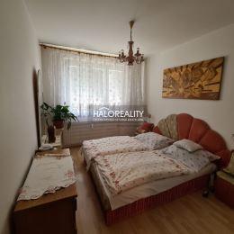 Ponúkame na Vám na predaj trojizbový byt s balkónom, o rozlohe 70 m² v Sásovej na ulici Sitnianska v Banskej Bystrici. Balkón je presklený a je s ...