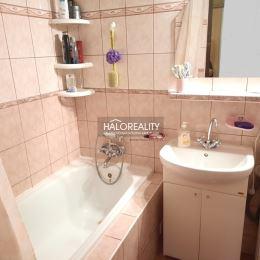 Ponúkame na predaj štvorizbový byt s loggiou v Prešove na Sekčove na Ďumbierskej ulici. Byt je v osobnom vlastníctve, výmera 79m², je orientovaný na ...
