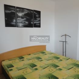 Ponúkame Vám na predaj pekný, kompletne zariadený, dvojizbový byt v tichej lokalite neďaleko od Lesoparku, v mestskej časti Vrakuňa.Nachádza sa na ...