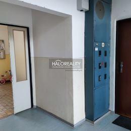 Ponúkame na predaj dvojjizbový byt v Banskej Bystrici na sídlisku Fončorda. Byt sa nachádza na ulici Slnečná. Je takzvaného zvolenského typu s ...