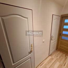 Ponúkame na predaj trojizbový byt o výmere 70 m² na prvom vyvýšenom poschodí na sídlisku Drieňová v Banskej Štiavnici. Byt prešiel kompletnou ...
