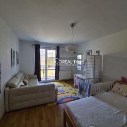 Ponúkame na Vám na predaj jednoizbový byt na ulici Mateja Bela v Banskej Bystrici časť Sásová o rozlohe 43 m². V roku 2016 byt prešiel rekonštrukciou ...
