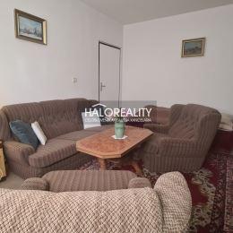Ponúkame na predaj trojizbový byt o rozlohe 70 m² v tichej okrajovej časti sídliska Drieňová. Byt sa nachádza na vyvýšenom prvom poschodí v ...
