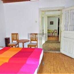 Ponúkame Vám na predaj útulný 3 - izbový gazdovský rodinný domček v dedinke Hul. Domček s obytnou plochou cca 100 m² sa nachádza na priestrannom, ...