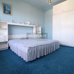Ponúkame Vám na predaj 4 - izbový rodinný dom v obci Svodín s krásnym výhľadom na celú obec. RD sa nachádza na slnečnom a oplotenom pozemku s ...