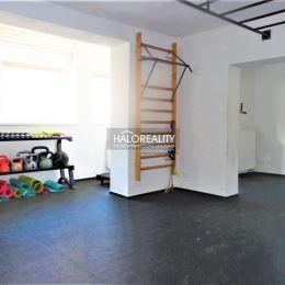 Ponúkame Vám na predaj rodinný dom v obci Hul, okres Nové Zámky. Dom s úžitkovou plochou cca 128 m² (rozmery 7 x 18,25 m) sa nachádza na rovinatom, ...