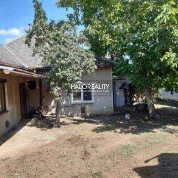 Ponúkame na predaj starší rodinný dom v obci Bardoňovo okres Nové Zámky. Nachádza sa v kľudnej vedľajšej ulici mimo silnej dopravnej prevádzky.Plocha ...