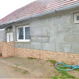 Ponúkame Vám na predaj 2,5 izbový rodinný domček v obci Dvory nad Žitavou. Dom s obytnou plochou cca 60 m² sa nachádza na rovinatom, slnečnom pozemku ...