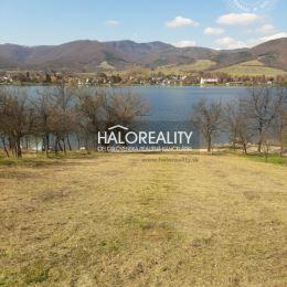 Ponúkame na predaj svahovitý pozemok v obci Kostolná Ves o rozlohe 2.138 m², ktorý sa nachádza pri priehrade. Šírka pozemku od priehrady je cca 18m, ...