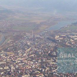 Ponúkame na predaj rovinatý pozemok s veľkou plochou nachádzajúci sa v žiadanej lokalite mesta Žilina pri hlavnom ťahu na Martin a Košice s výmerou 9 ...