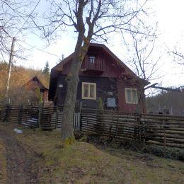 Ponúkame na predaj veľmi peknú zrekonštruovanú drevenicu v Hornej Maríkovej okr. Pov. Bystrica. Nachádza sa na slnečnom mieste v krásnej prírode v ...