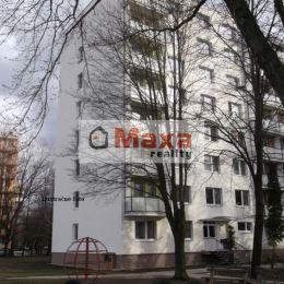 DOPYT - Prenájom trojizbového bytu v Senici.