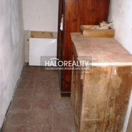 Ponúkame na predaj rodinný dom, v obci Slovinky, dobre situovaný, s dobrou dostupnosťou, s možnosťou využitia na celoročné bývanie alebo na chalupu, ...