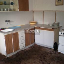 Ponúkame na predaj rodinný dom v Kluknave okr. Gelnica v OV, v pôvodnom stave, postavený v roku 1953, obvodové murivo je cementový kváder, vhodný na ...
