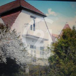 Krásna vila na 20á pozemku v Čermeli