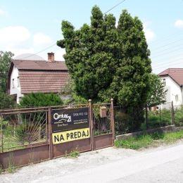 Ponúkame na predaj Rodinný Dom - ZA CENU POZEMKU v mestskej čast Vyšné Opátske na Opatovskej ceste. Ide o starší 5 zbový rodinný dom s novou strechou ...