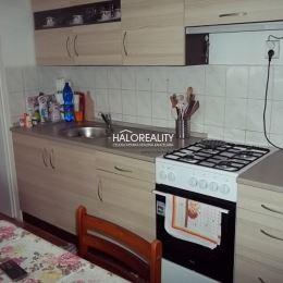 Ponúkame na predaj 1-izbový tehlový byt s balkónom v tichej lokalite mesta Žiar nad Hronom. Byt /43m², 1/3, J/Z/ sa nachádza v zateplenom BD a je po ...