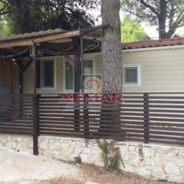 SUPER PONUKA! Na predaj rekreačný dom s terasou pri mori v Chorvátsku