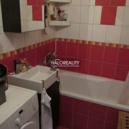 Ponúkame na predaj trojizbový byt v Senci, na Hurbanovej ulici. Byt sa nachádza na prízemí , má úžitkovú výmeru 79 m². Dispozícia: vstupná chodba, ...