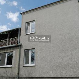 Ponúkame na predaj rodinný dom v obci Volkovce časť Olichov, postavený z pálenej tehly v roku 1971 na pozemku s rozlohou 2985 m². Dom je tretí rok ...