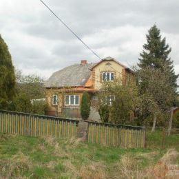 Ponúkame na predaj rodinný dom v obci Široké v pôvodnom stave s rozsiahlým pozemkom o výmere 3242 m2. Z toho zastavaná plocha je 2191 m2, trvalé ...