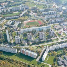 2,68 ha stavebný pozemok na ideálne južne orientovanom svahu kopca Bikoš je vhodný na výstavbu rôznych projektov. Na kraji sídliska III. v Prešove s ...