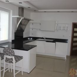 Máme pre náročnejších klientov krásny exkluzívny nadštandardný byt v Nižnej Šebastovej do prenájmu. Jedná sa o dvojpodlažný byt o rozlohe 178 m2, s ...