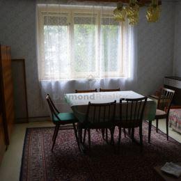Ponúkame na predaj rodinný dom v tichej časti obce Svätoplukovo, iba 15 km od Nitry a 9 km od termálneho kúpaliska Poľný Kesov krásny, suchý rodinný ...