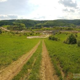 Exkluzívne iba u nás ponúkame na predaj pozemok časť Vydumanec nad budúcou diaľnicou. Pozemok vedený zatiaľ ako orná pôda. Rozloha 3385 m2. ...